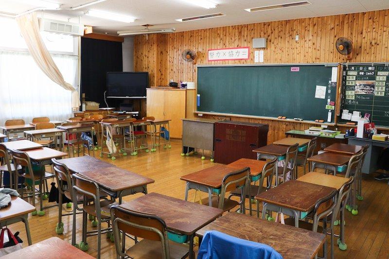 ウッド調の教室