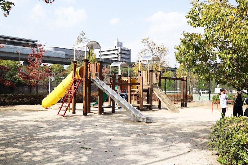 「新牛田公園」遊技場